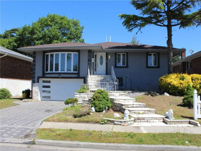 6 BR,  4.00 BTH Hi ranch style home in North Woodmere