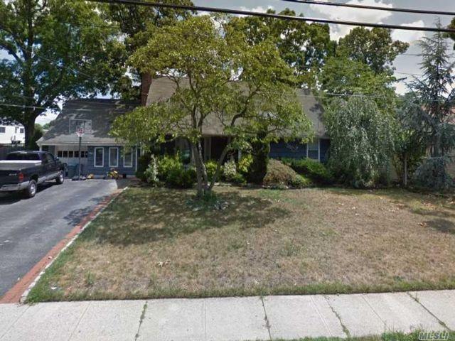 [Farmingdale Real Estate, listing number 3149675]