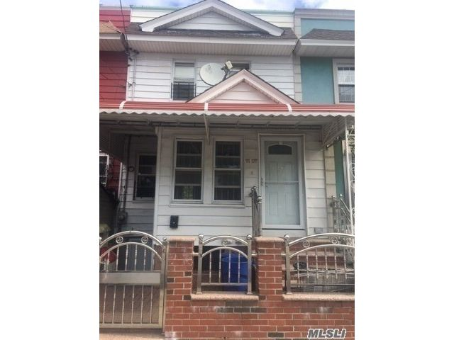 3 BR,  3.00 BTH Colonial style home in Briarwood