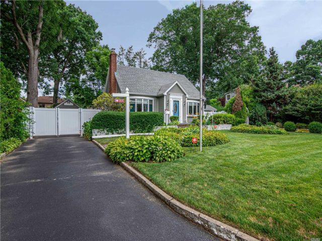 [East Meadow Real Estate, listing number 3150071]