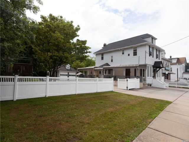 [Merrick Real Estate, listing number 3150146]