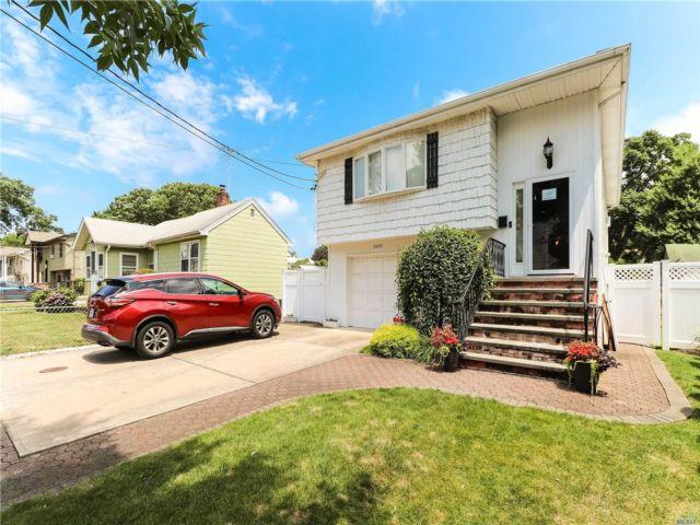 [Merrick Real Estate, listing number 3150621]