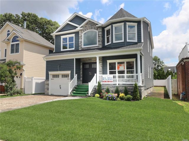 [Merrick Real Estate, listing number 3150842]