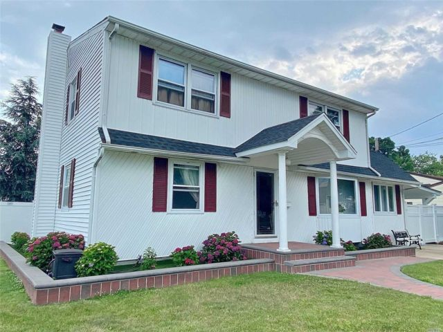 [Farmingdale Real Estate, listing number 3151316]