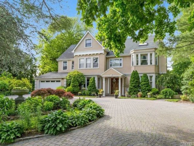 5 BR,  5.00 BTH Colonial style home in Hewlett Bay Park