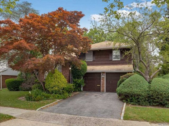 3 BR,  3.00 BTH Split level style home in North Woodmere