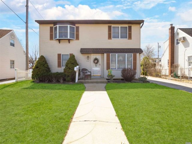 4 BR,  2.00 BTH 2 story style home in Franklin Square