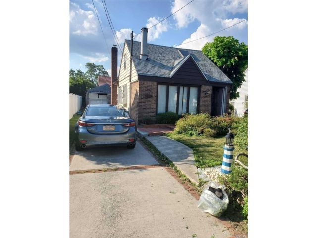 [Merrick Real Estate, listing number 3151676]