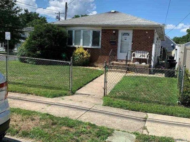 [Merrick Real Estate, listing number 3151684]