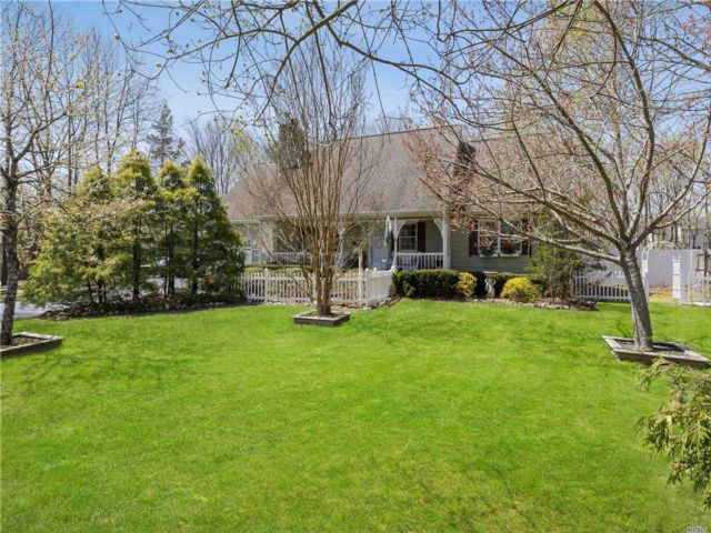 [Center Moriches Real Estate, listing number 3151936]