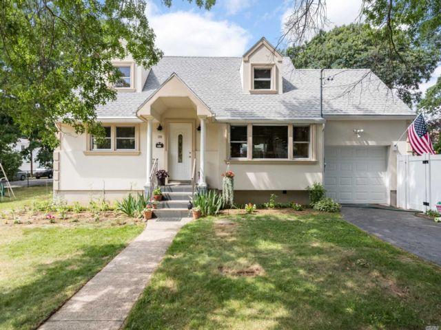 [Merrick Real Estate, listing number 3152138]