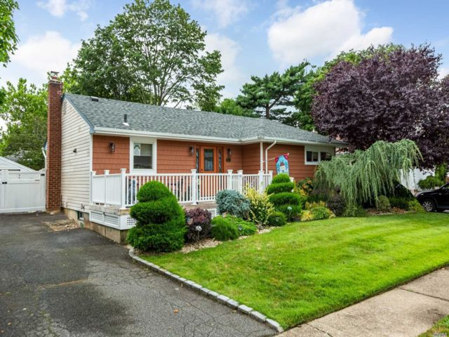 [East Meadow Real Estate, listing number 3152163]