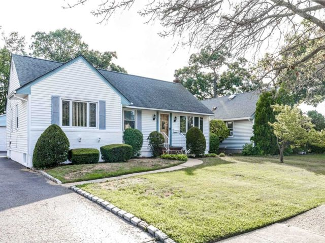[Wantagh Real Estate, listing number 3152183]