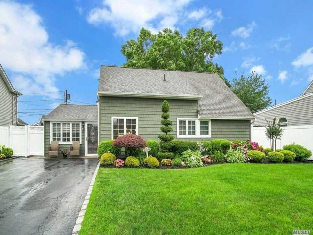 [Wantagh Real Estate, listing number 3152312]