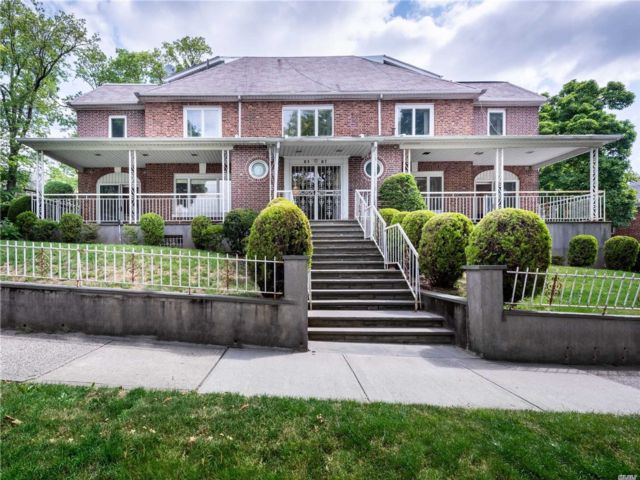 7 BR,  7.00 BTH Colonial style home in Kew Gardens