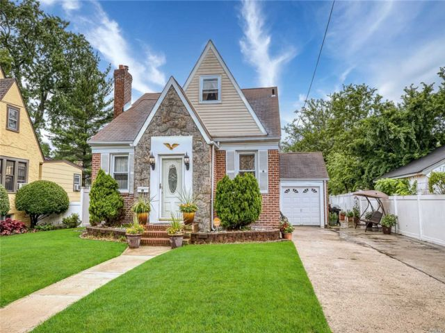 [Valley Stream Real Estate, listing number 3152375]