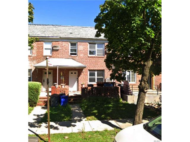 3 BR,  2.00 BTH 2 story style home in Kew Garden Hills