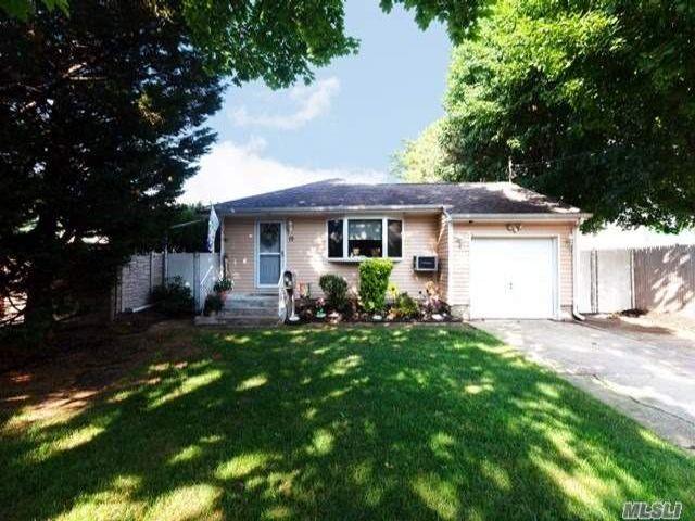 [Farmingdale Real Estate, listing number 3152621]