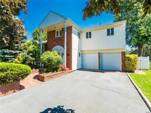 3 BR,  3.00 BTH Split level style home in East Rockaway