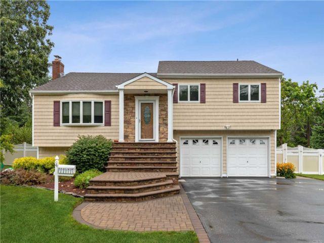 [Commack Real Estate, listing number 3152758]