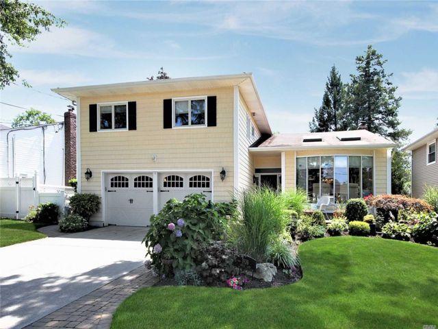 [Merrick Real Estate, listing number 3152845]
