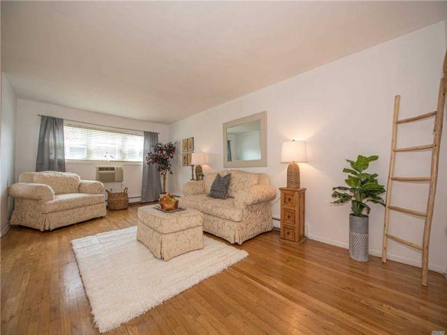 [Farmingdale Real Estate, listing number 3152888]