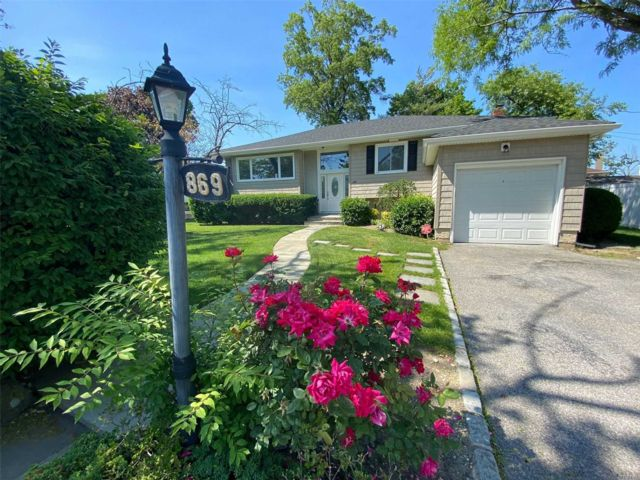 4 BR,  3.00 BTH Raised ranch style home in North Woodmere