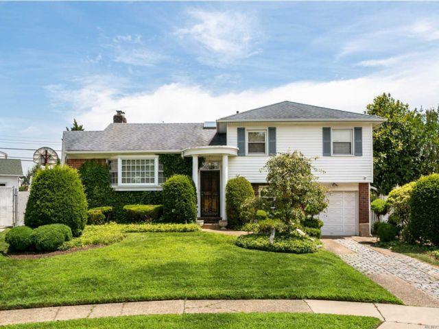 [Farmingdale Real Estate, listing number 3153395]