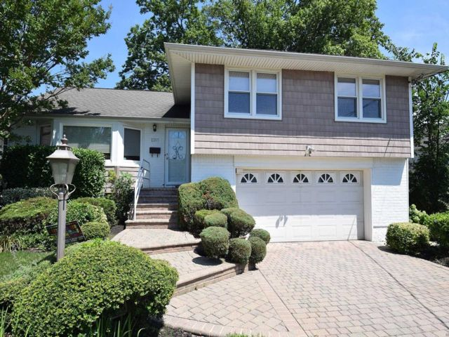 [Merrick Real Estate, listing number 3153426]