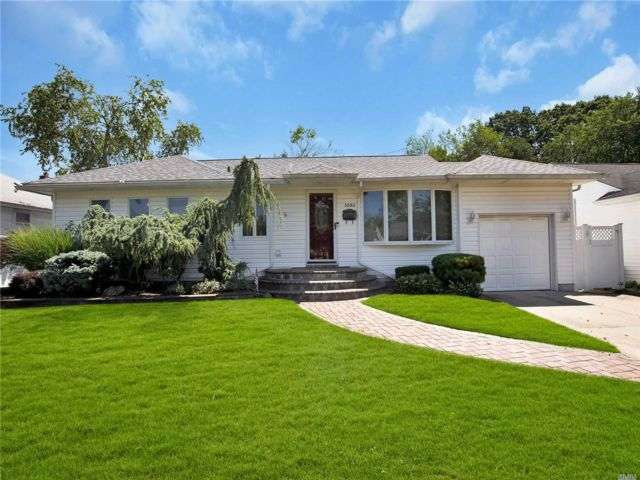 [Wantagh Real Estate, listing number 3153637]
