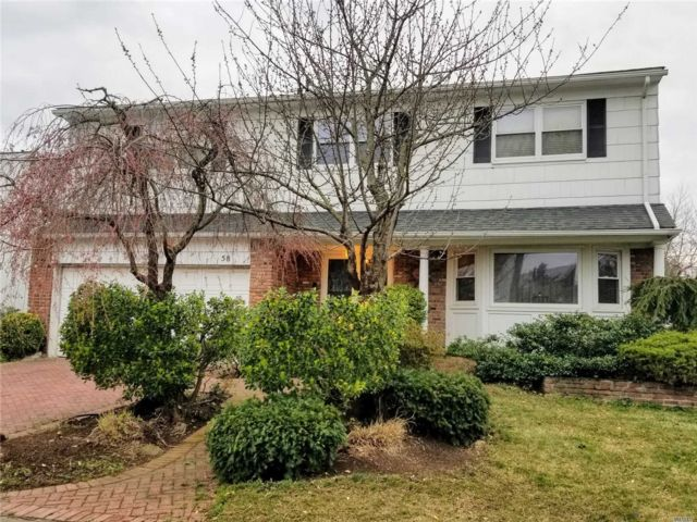 5 BR,  4.00 BTH Colonial style home in North Woodmere
