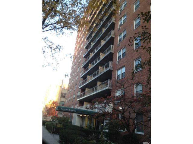 3 BR,  2.00 BTH High rise style home in Jamaica Hills