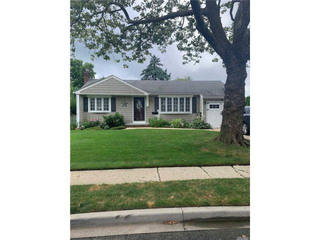 [Farmingdale Real Estate, listing number 3154067]