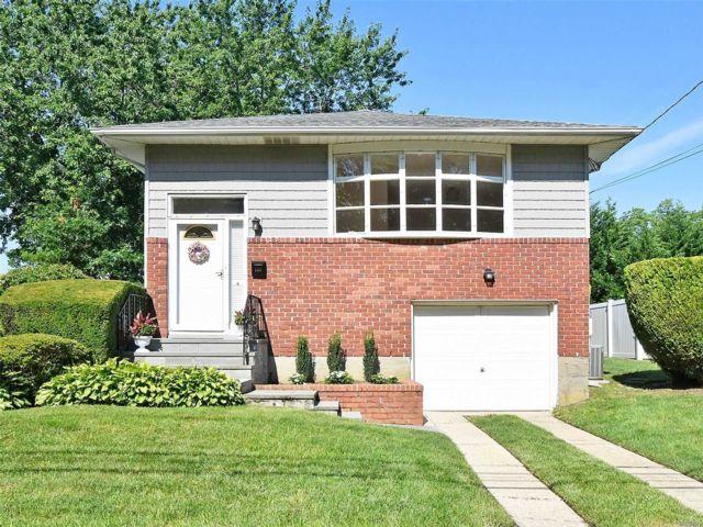 [Farmingdale Real Estate, listing number 3154180]