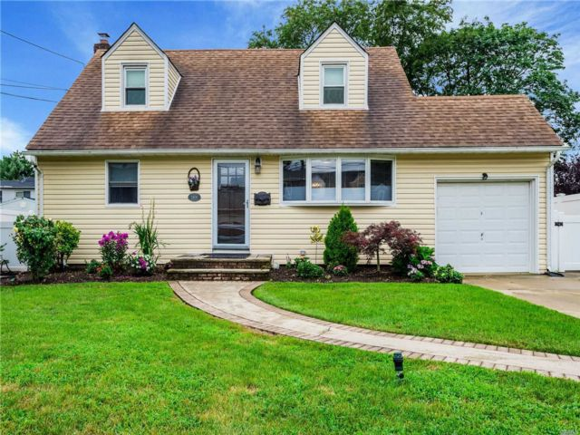 [East Meadow Real Estate, listing number 3154230]