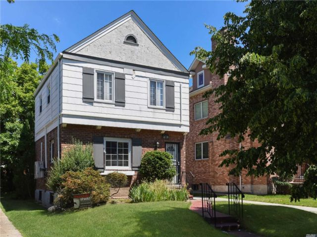 4 BR,  2.00 BTH 2 story style home in Kew Garden Hills