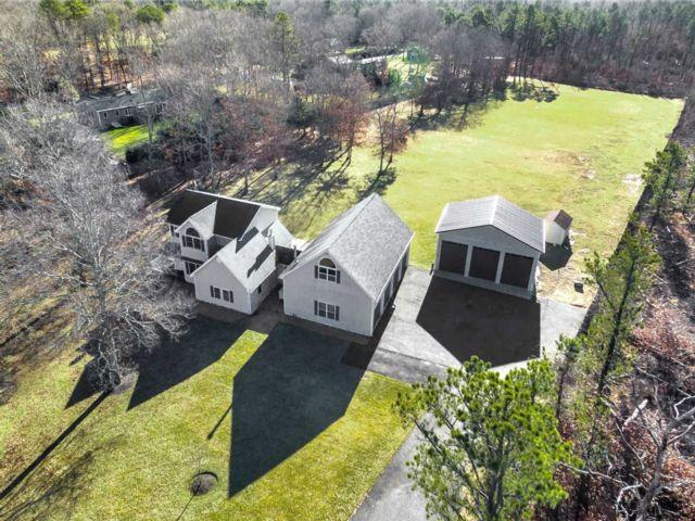 [Manorville Real Estate, listing number 3154380]