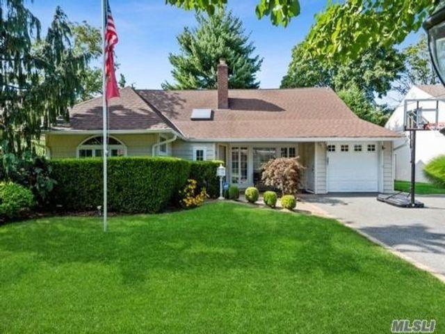 [Merrick Real Estate, listing number 3154510]
