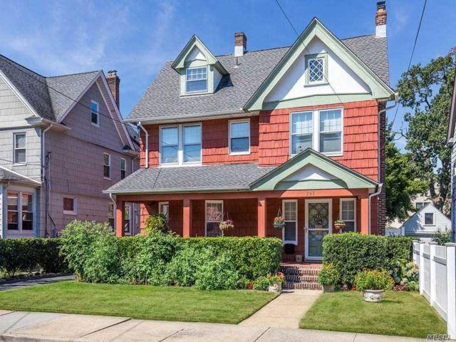 4 BR,  3.00 BTH Colonial style home in Cedarhurst