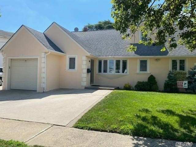 [Valley Stream Real Estate, listing number 3156427]