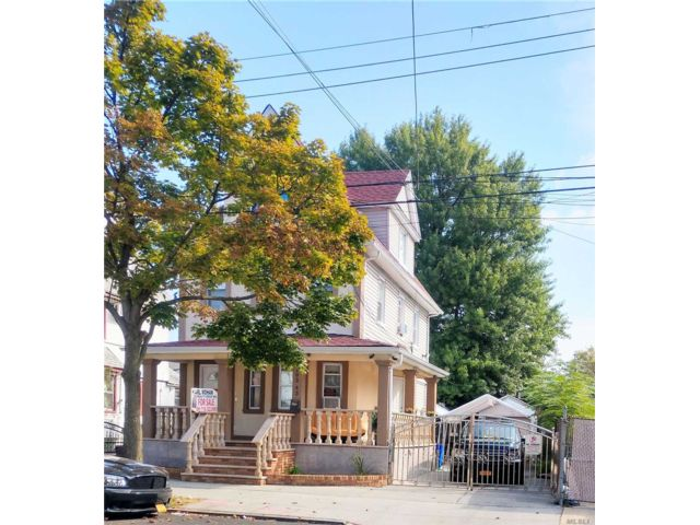 4 BR,  3.00 BTH Victorian style home in Ozone Park