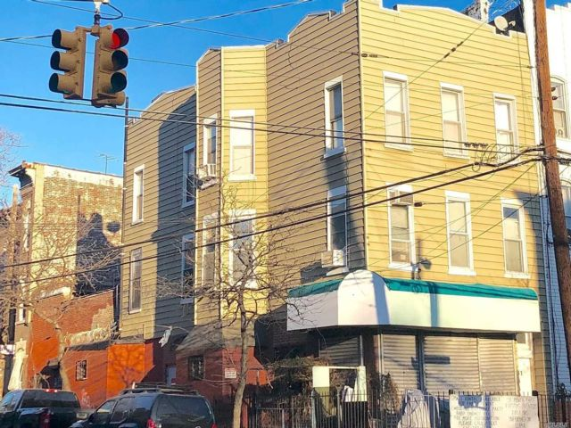 8 BR,  7.00 BTH Store+dwell style home in Ridgewood