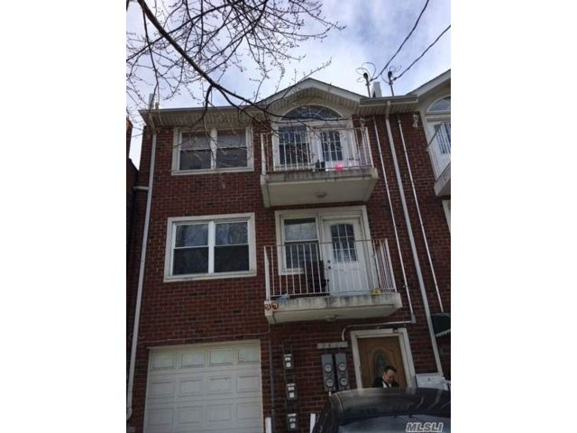 7 BR,  4.00 BTH Contemporary style home in Ozone Park