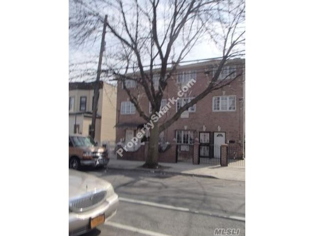 8 BR,  7.00 BTH Colonial style home in East Elmhurst