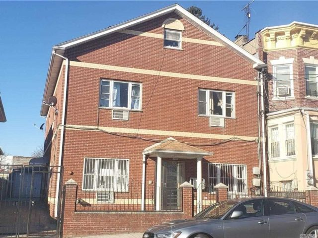 8 BR,  6.00 BTH 2 story style home in East Elmhurst