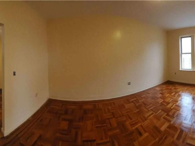 11 BR,  6.00 BTH Townhouse style home in Woodhaven