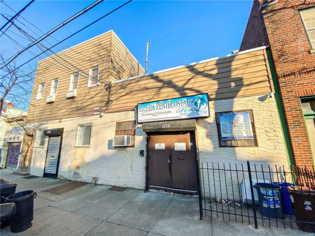 10 BR,  4.00 BTH Other style home in Ridgewood
