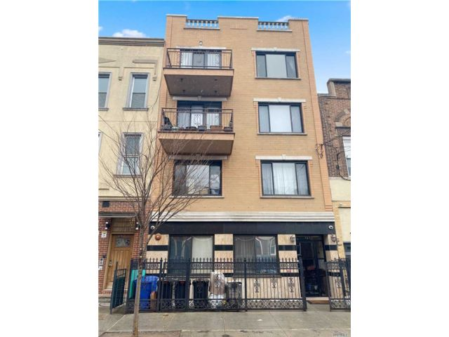 9 BR,  7.00 BTH Other style home in Ridgewood