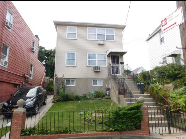 5 BR,  5.00 BTH Colonial style home in East Elmhurst