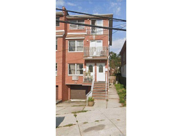6 BR,  5.00 BTH Duplex style home in College Point